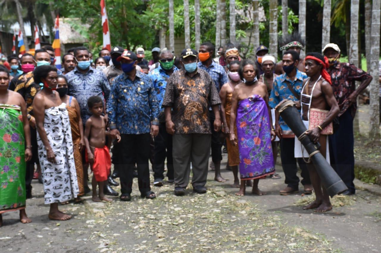 Letakan Batu Pertama Gereja di Sarbe, Bupati Bintuni: Ini Tanggung jawab Pemerintah 3 IMG 20200913 WA0017