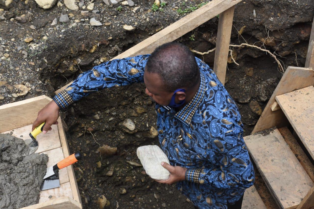 Letakan Batu Pertama Gereja di Sarbe, Bupati Bintuni: Ini Tanggung jawab Pemerintah 1 IMG 20200913 WA0021