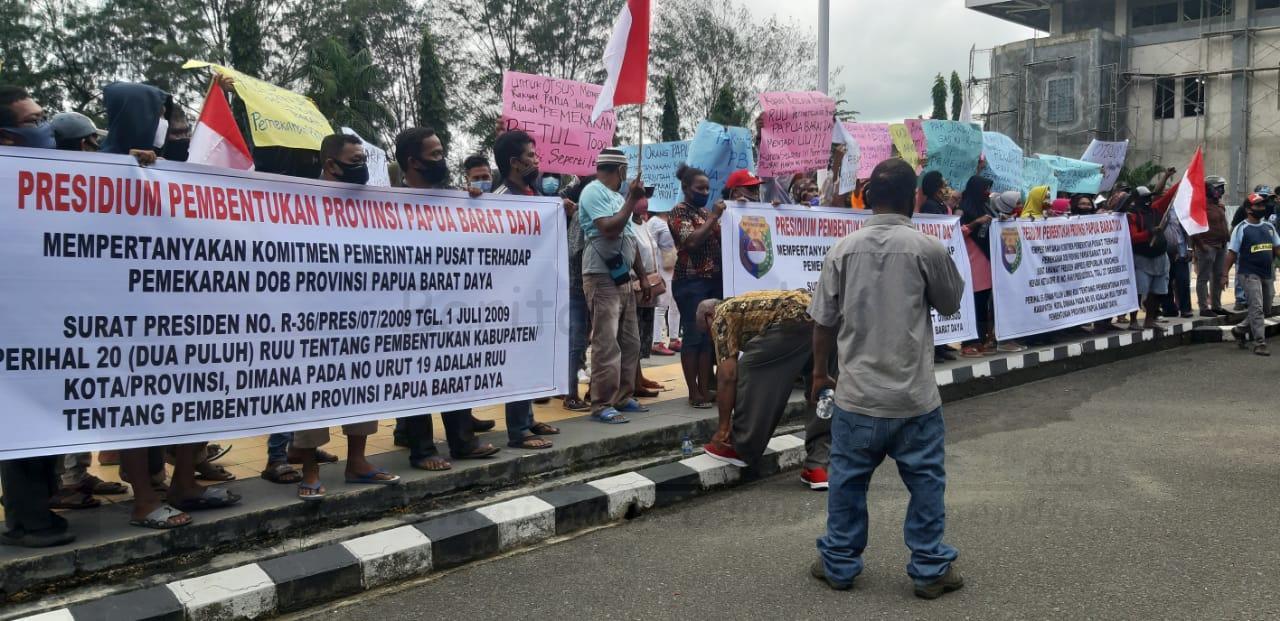 Ratusan Warga Gelar Demo di Kantor Walikota Sorong, Minta Presiden Sahkan Papua Barat Daya 2 IMG 20200923 WA0023