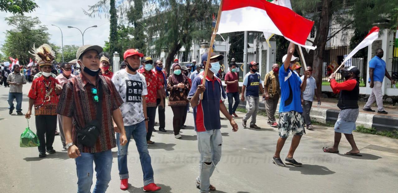 Ratusan Warga Gelar Demo di Kantor Walikota Sorong, Minta Presiden Sahkan Papua Barat Daya 4 IMG 20200923 WA0024