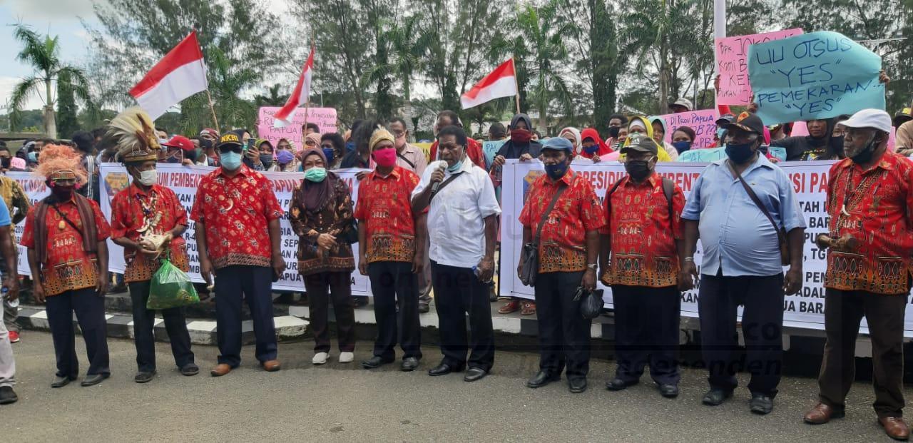 Ratusan Warga Gelar Demo di Kantor Walikota Sorong, Minta Presiden Sahkan Papua Barat Daya 4 IMG 20200923 WA0030