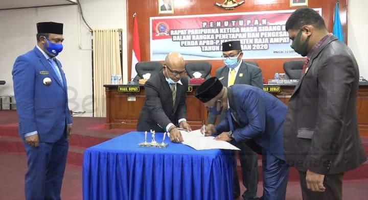 Sidang Paripurna APBD-P 2020 Ditutup, Ketua DPRD Raja Ampat Sampaikan Ini 4 IMG 20200924 WA0019