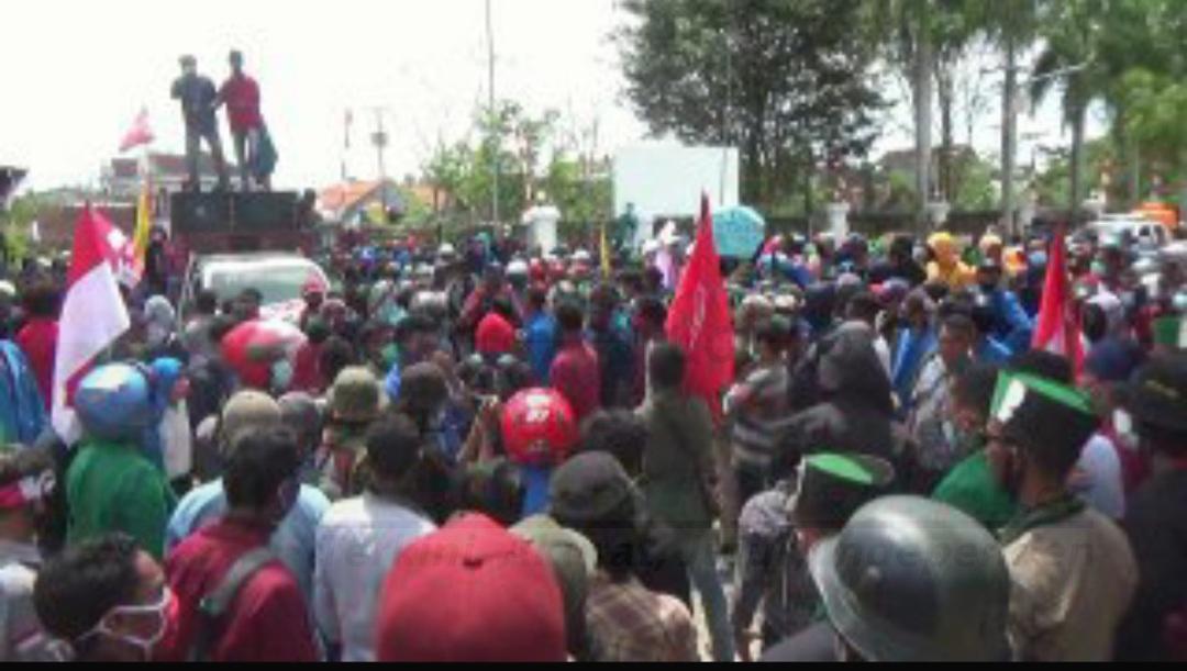 Tolak Omnibus Law, Demo Mahasiswa di Sorong Berakhir Ricuh 2 20201009 202319