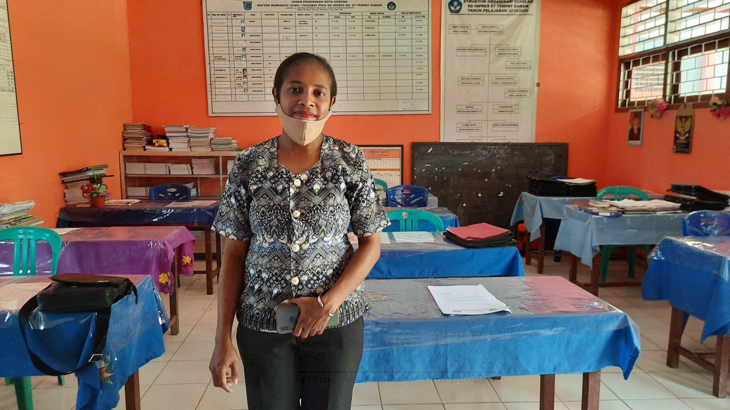 3 Sekolah di Kota Sorong Dapat Bantuan Puluhan Alat TIK Melalui Usulan Rico Sia 3 20201021 115354 scaled
