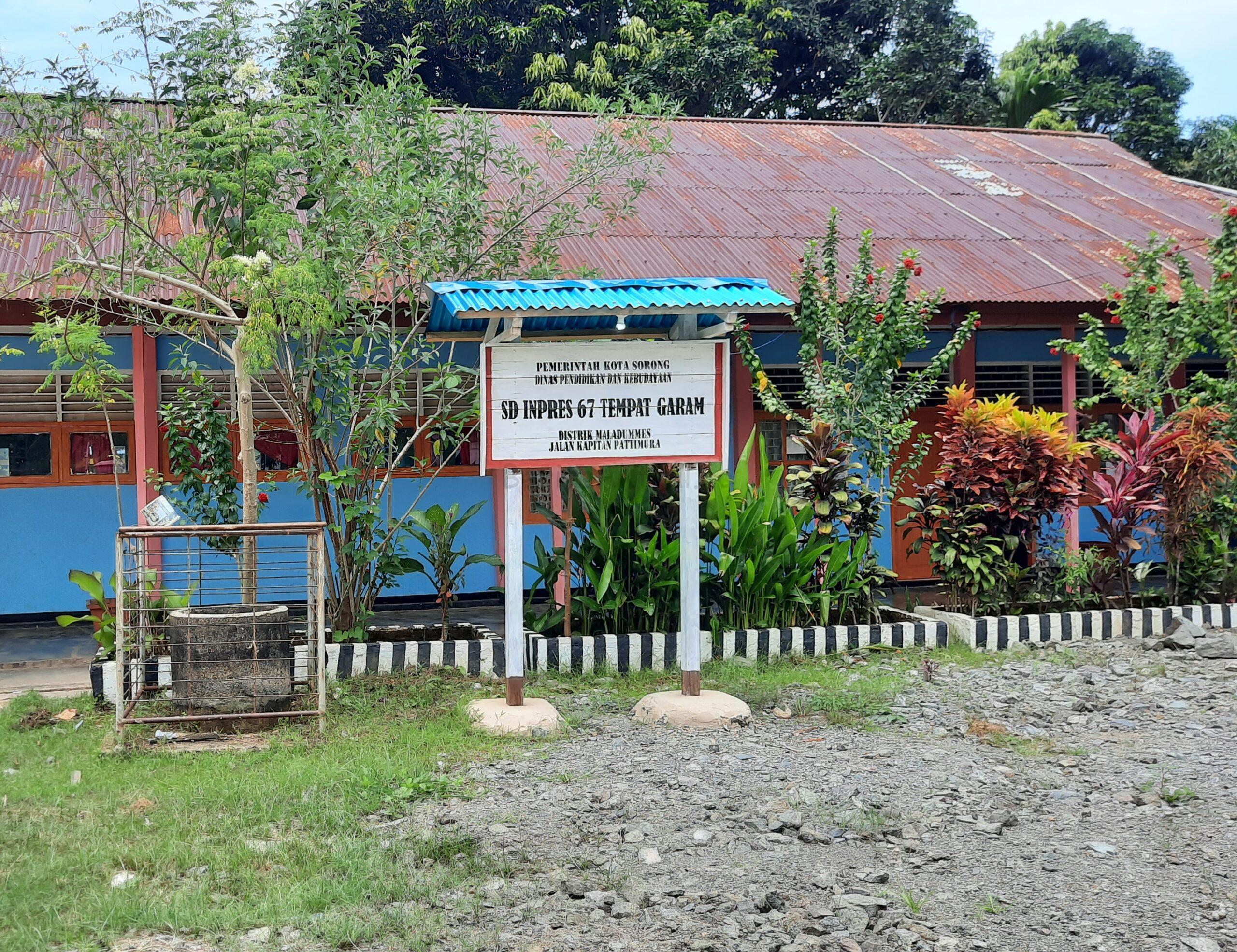 3 Sekolah di Kota Sorong Dapat Bantuan Puluhan Alat TIK Melalui Usulan Rico Sia 4 20201021 213452 scaled