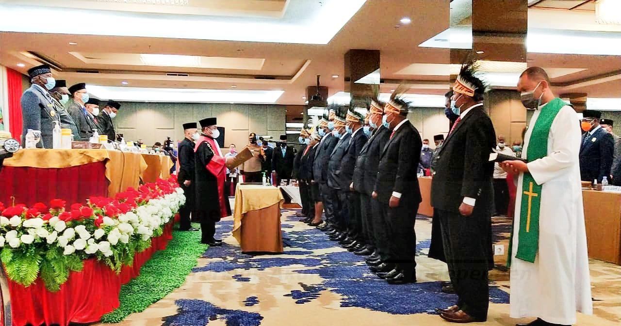 Gubernur Mandacan Harap 11 Anggota DPR-PB Jalur Otsus Bisa Kerja Maksimal Untuk Rakyat 4 IMG 20201104 WA0029