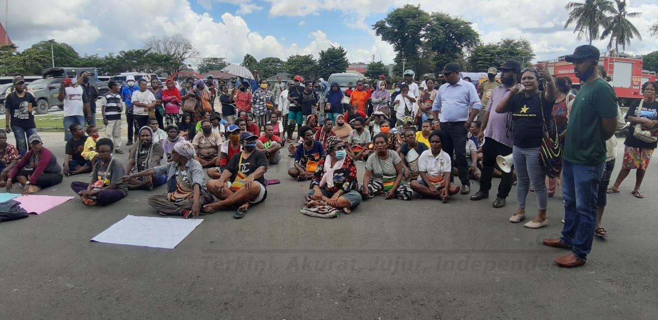 Merasa Tidak Diperhatikan, Mama Mama Pedagang Asli Papua Gelar Unjuk Rasa di Kantor Walikota Sorong 3 IMG 20201112 WA0012