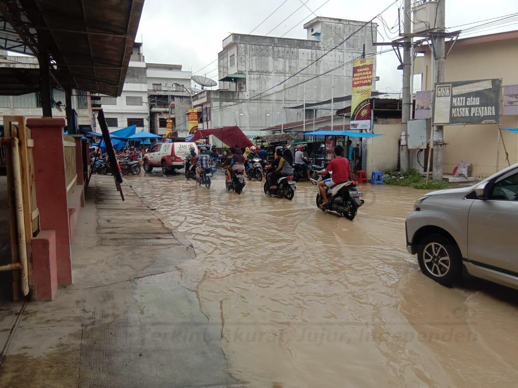 Banjir Kiriman Ganggu Aktifitas Lalin di Pajak Inpres Tebing Tinggi 2 IMG 20201127 WA0010