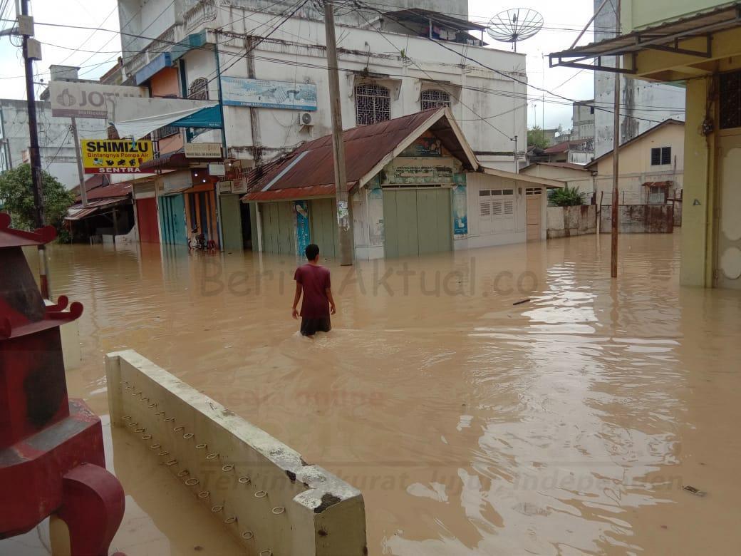 Banjir Kiriman Ganggu Aktifitas Lalin di Pajak Inpres Tebing Tinggi 4 IMG 20201127 WA0011