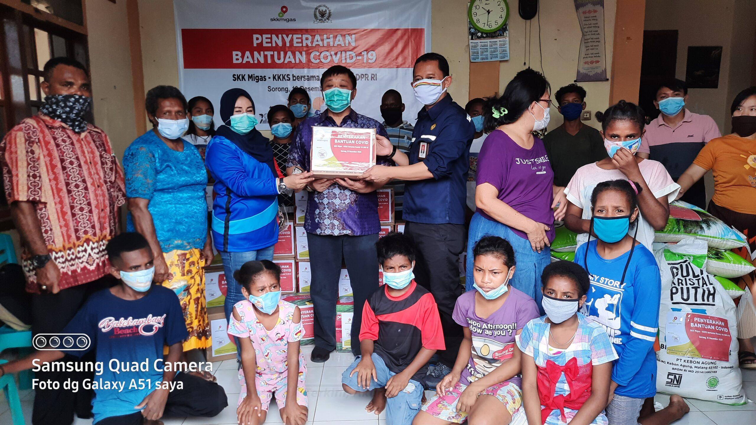 Rico Sia Bersama SKK Migas Serahkan Bantuan Sembako ke 6 Panti Asuhan di Sorong 5 20201216 103124 scaled