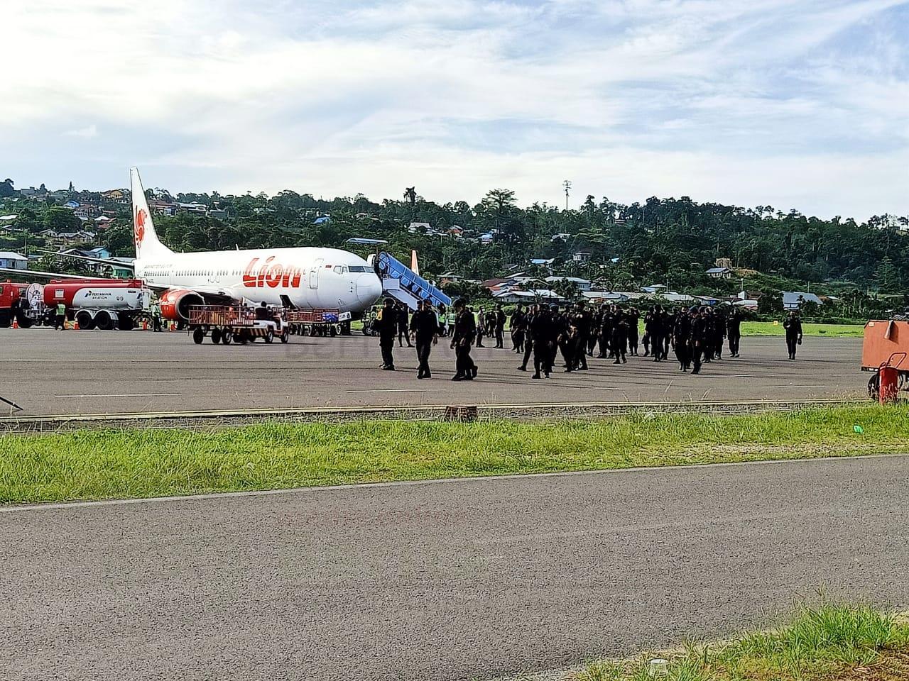 200 Personel Brimob Dari Kelapa Dua Jakarta Tiba di Papua Barat 15 IMG 20201206 WA0026