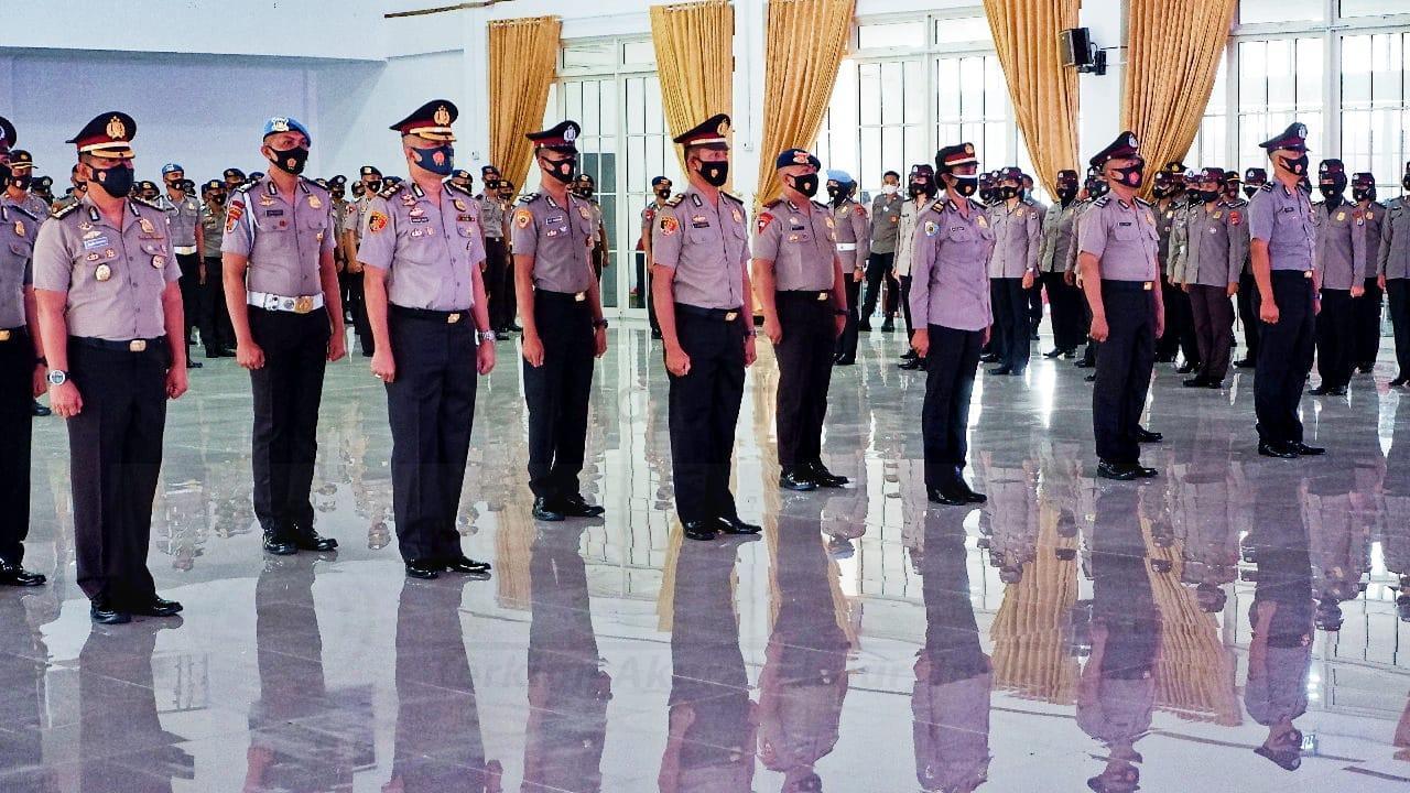 Kapolda Papua Barat Pimpin Upacara Korps Raport Kenaikan Pangkat 685 Anggota 1 IMG 20210104 WA0035