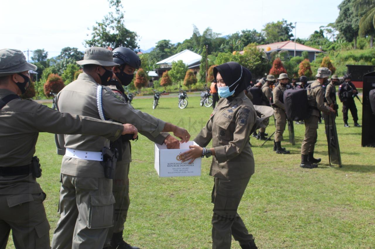 Rabu Putih, Anggota Brimob Papua Barat Galang Dana Untuk Sulbar dan Kalsel 4 IMG 20210120 WA0193