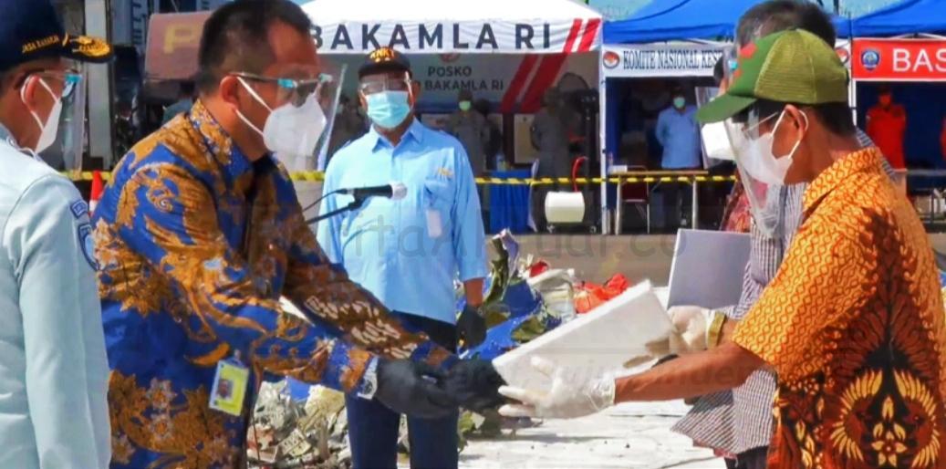 Dihadapan Presiden Jokowi, Sriwijaya Air Serahkan Santunan Rp 1.5 Miliar Keluarga Korban SJ-182 10 IMG 20210121 083657