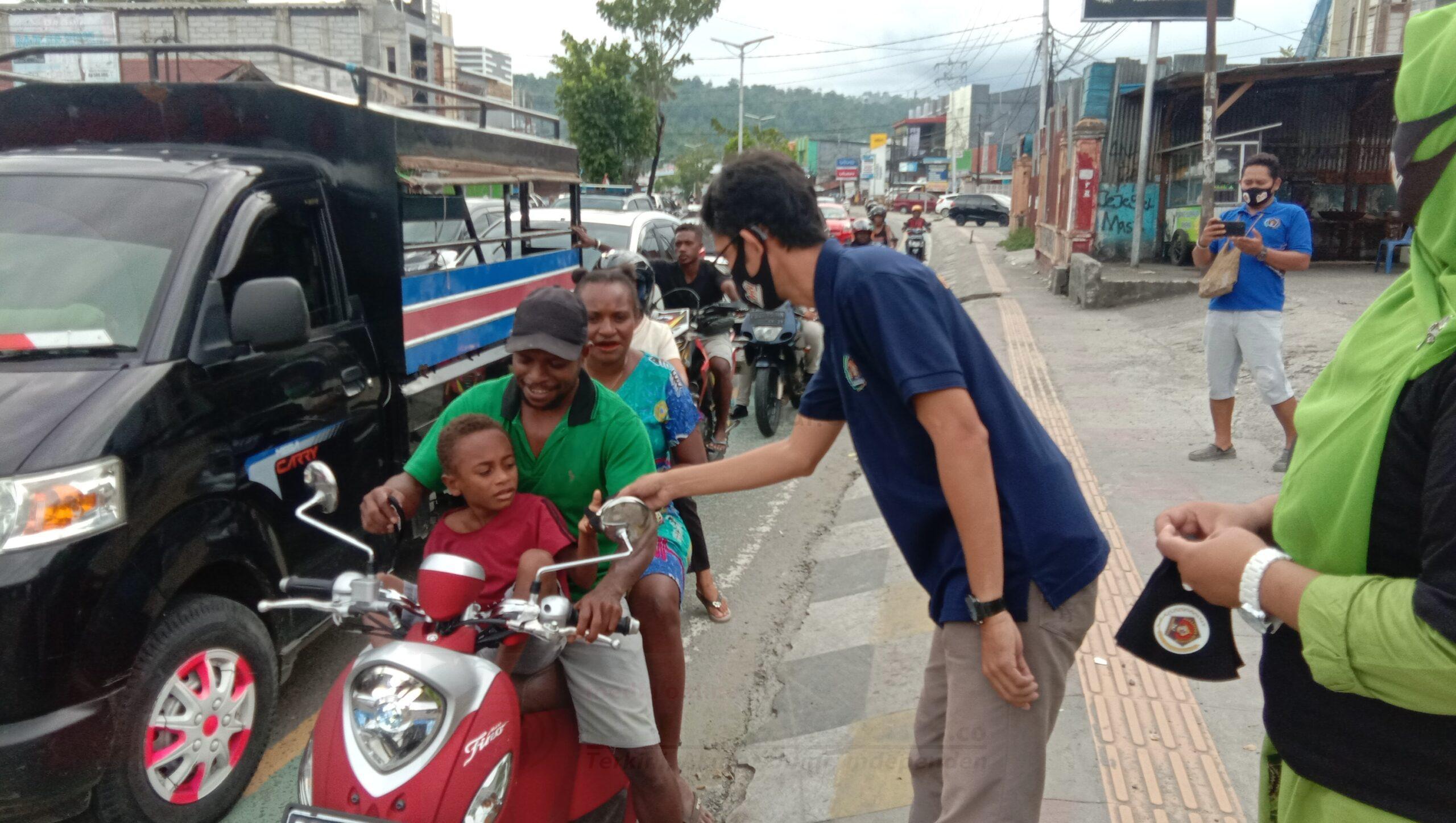 PWI Papua Barat Bagi 1000 Masker di Manokwari 1 IMG 20210207 WA0108 1 scaled