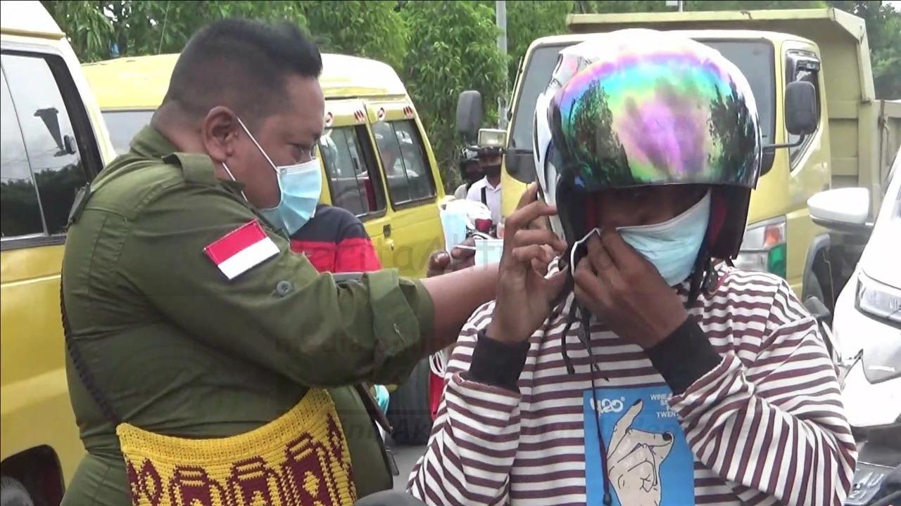 Rayakan HUT PWI ke 75, Wartawan Bersama Walikota Sorong Bagi Masker di Jalan 5 IMG 20210209 WA0030