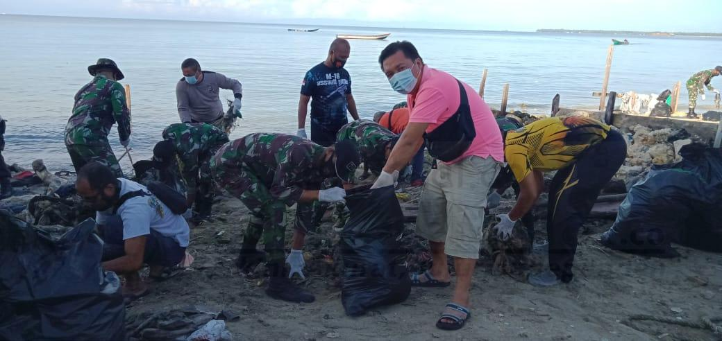 Peringati HPN Dan Sambut HSN, PWI Kaimana Gandeng TNI POLRI Bersihkan Pantai Kampung Seram 9 IMG 20210220 WA0017