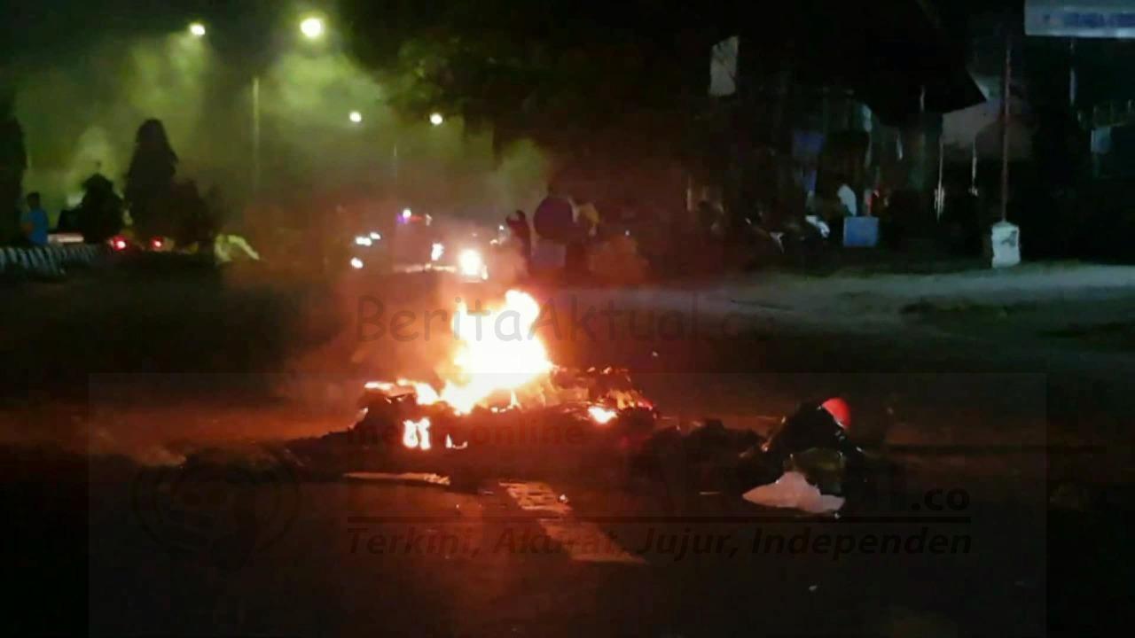 Akibat Laka Tunggal, Warga Klademak Blokade Jalan Ahmad Yani Kota Sorong 15 IMG 20210222 WA0005