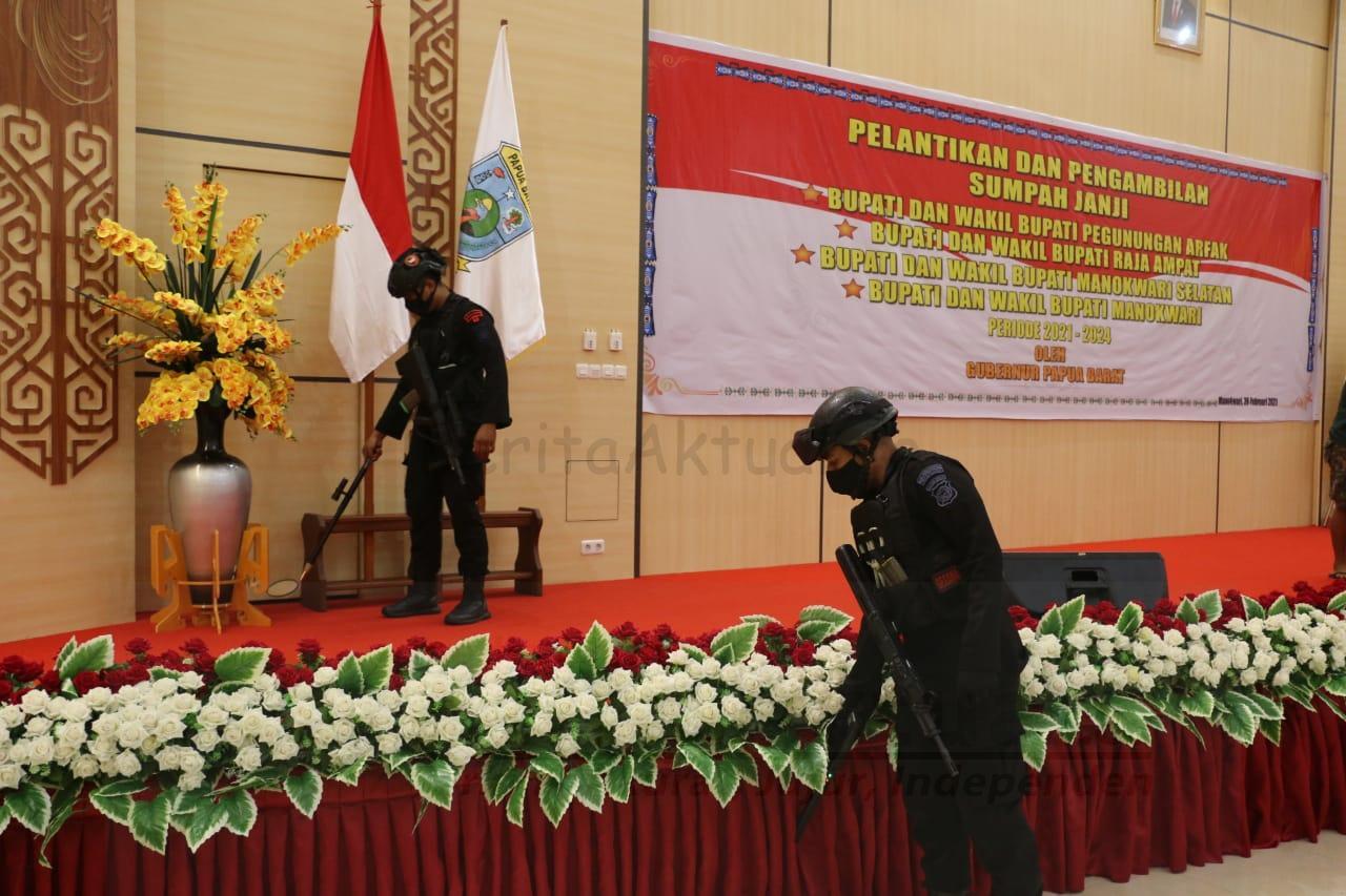 Sebelum Pelantikan 4 Kepala Daerah, Jibom Gegana Polda Papua Barat Sterilkan Auditorium Gedung PKK  1 IMG 20210226 WA0202