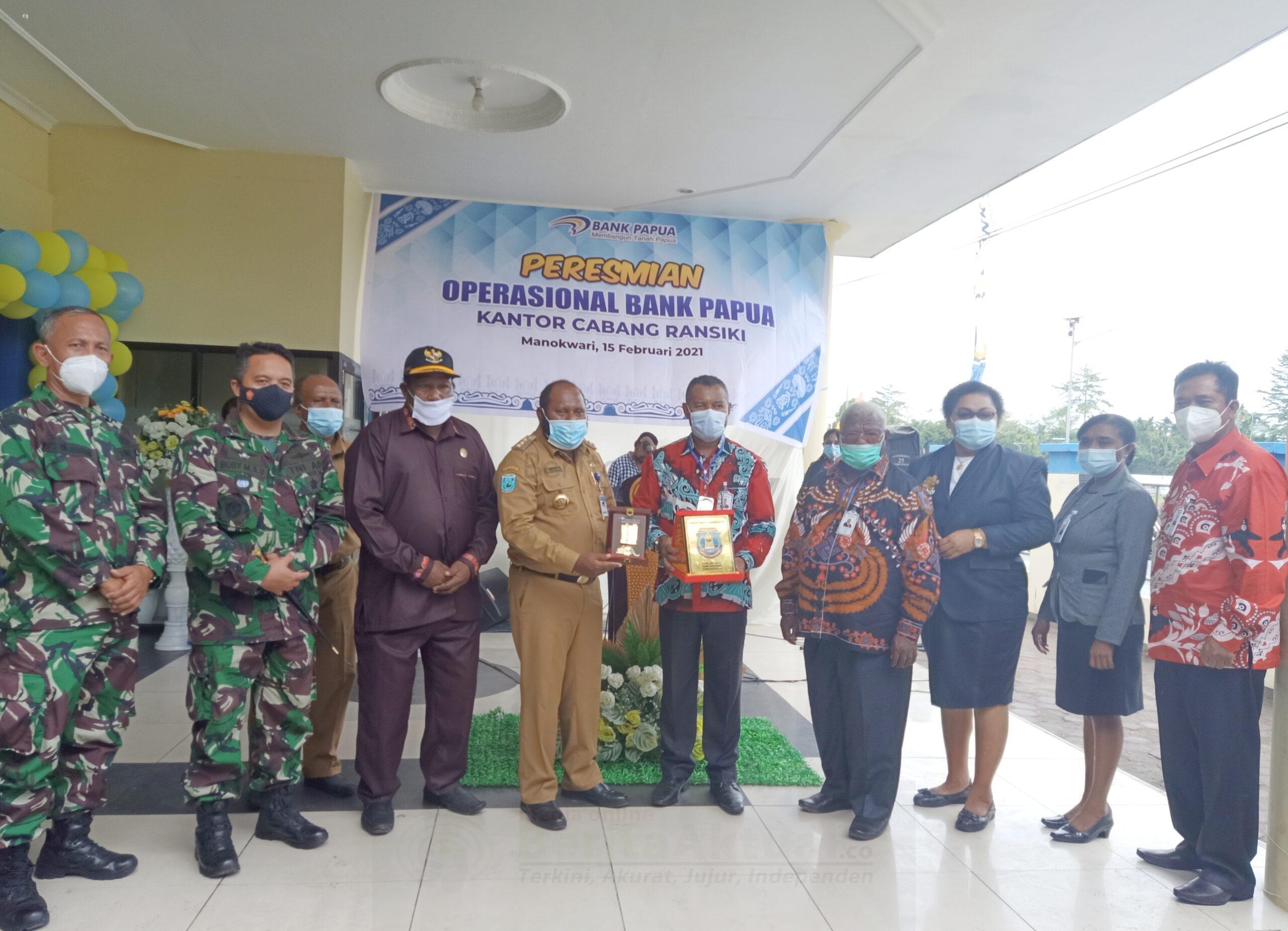 Bupati Manokwari Selatan, Resmikan KCP Ransiki Menjadi Kantor Cabang Bank Papua 1 IMG 20210215 224557 scaled