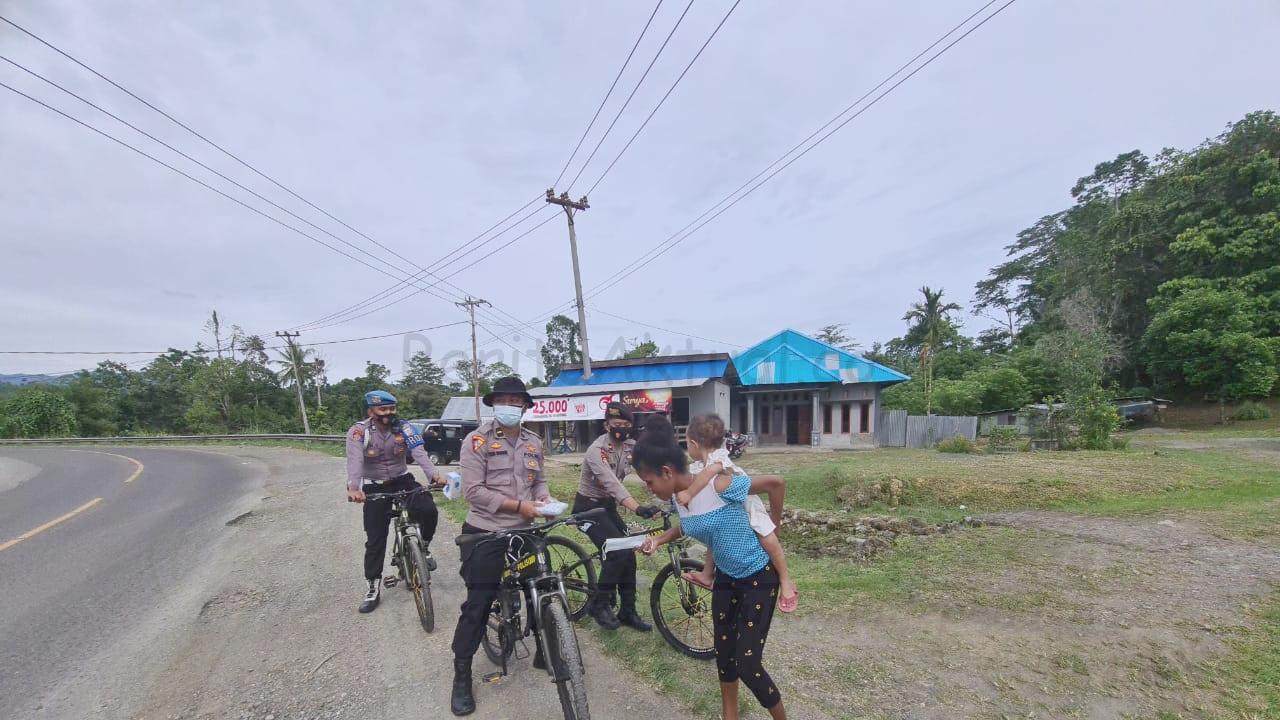 Polda Papua Barat, Konsisten Menekan Penularan Covid-19 Dengan Bersepeda Membagikan 1.000 Masker 17 IMG 20210219 220110