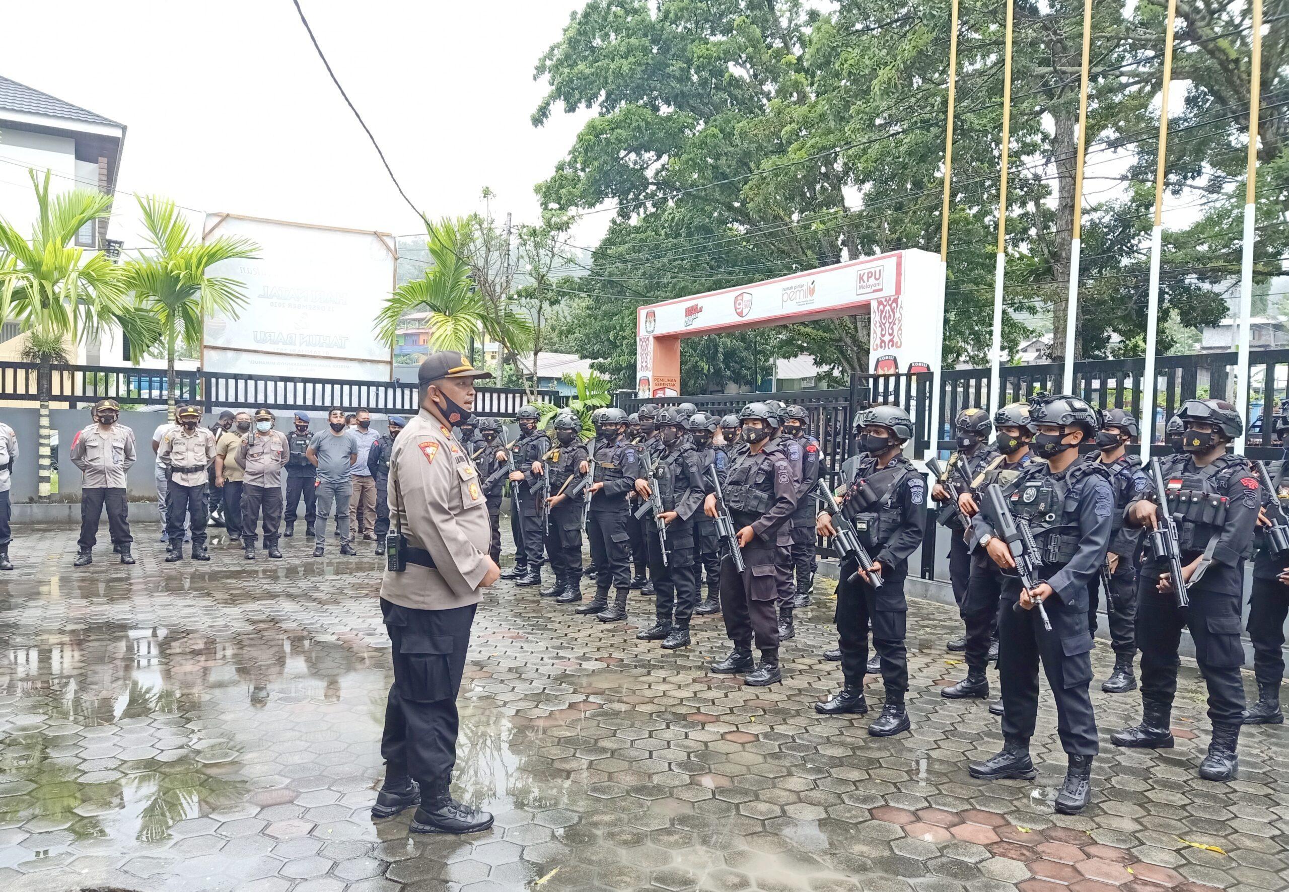 235 Personel Polres Manokwari Siap Amankan Penetapan Bupati Dan Wabup 6 IMG 20210221 001654 scaled