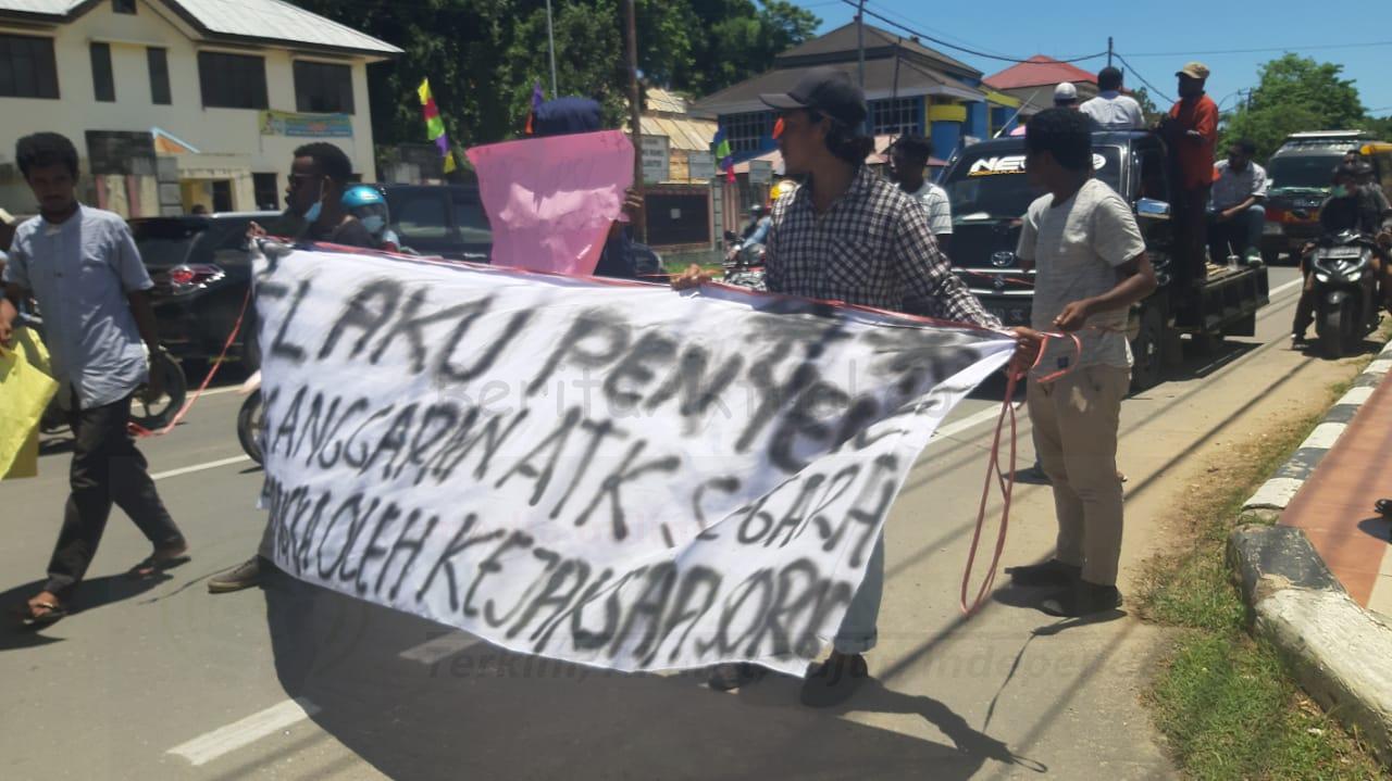 AMPP Demo Minta Kejari Sorong Segera Tetapkan Tersangka Dugaan Korupsi ATK 4 IMG 20210315 WA0031
