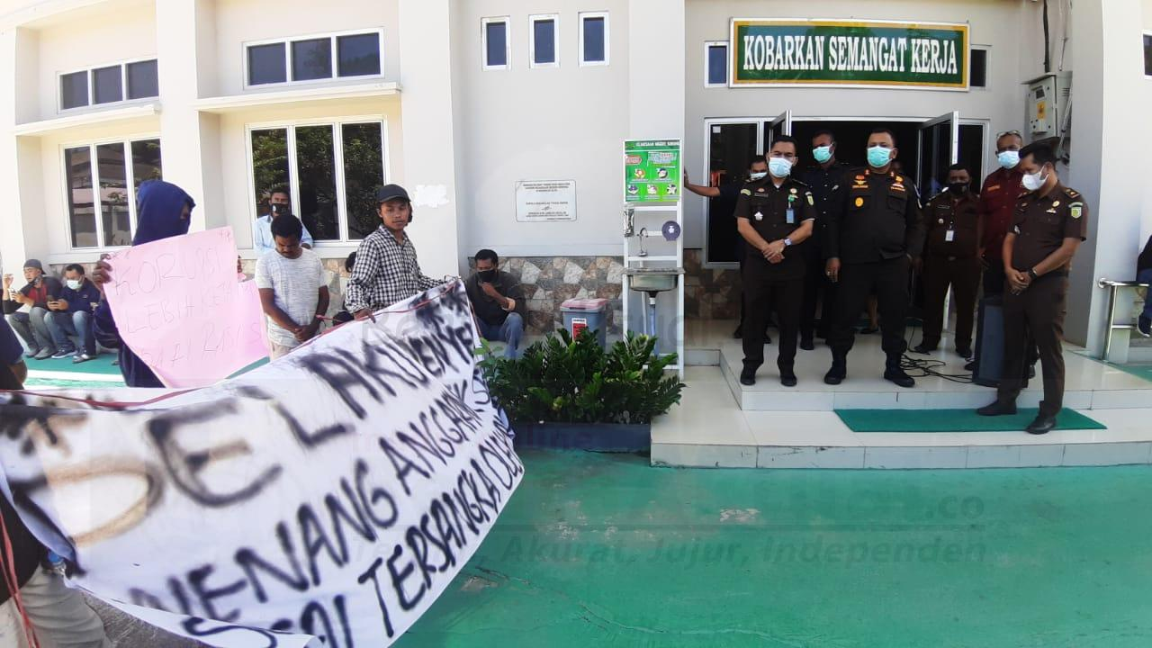 AMPP Demo Minta Kejari Sorong Segera Tetapkan Tersangka Dugaan Korupsi ATK 3 IMG 20210315 WA0035
