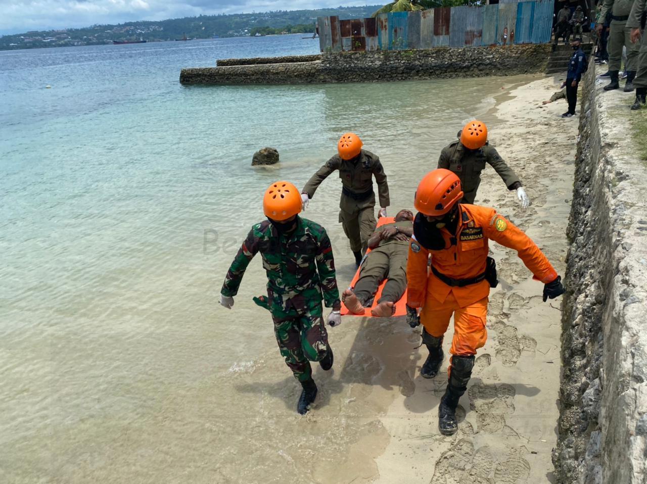 Brimob, TNI Dan Basarnas Evakuasi Korban Tsunami di Pantai Kwawi 1 IMG 20210318 WA0142