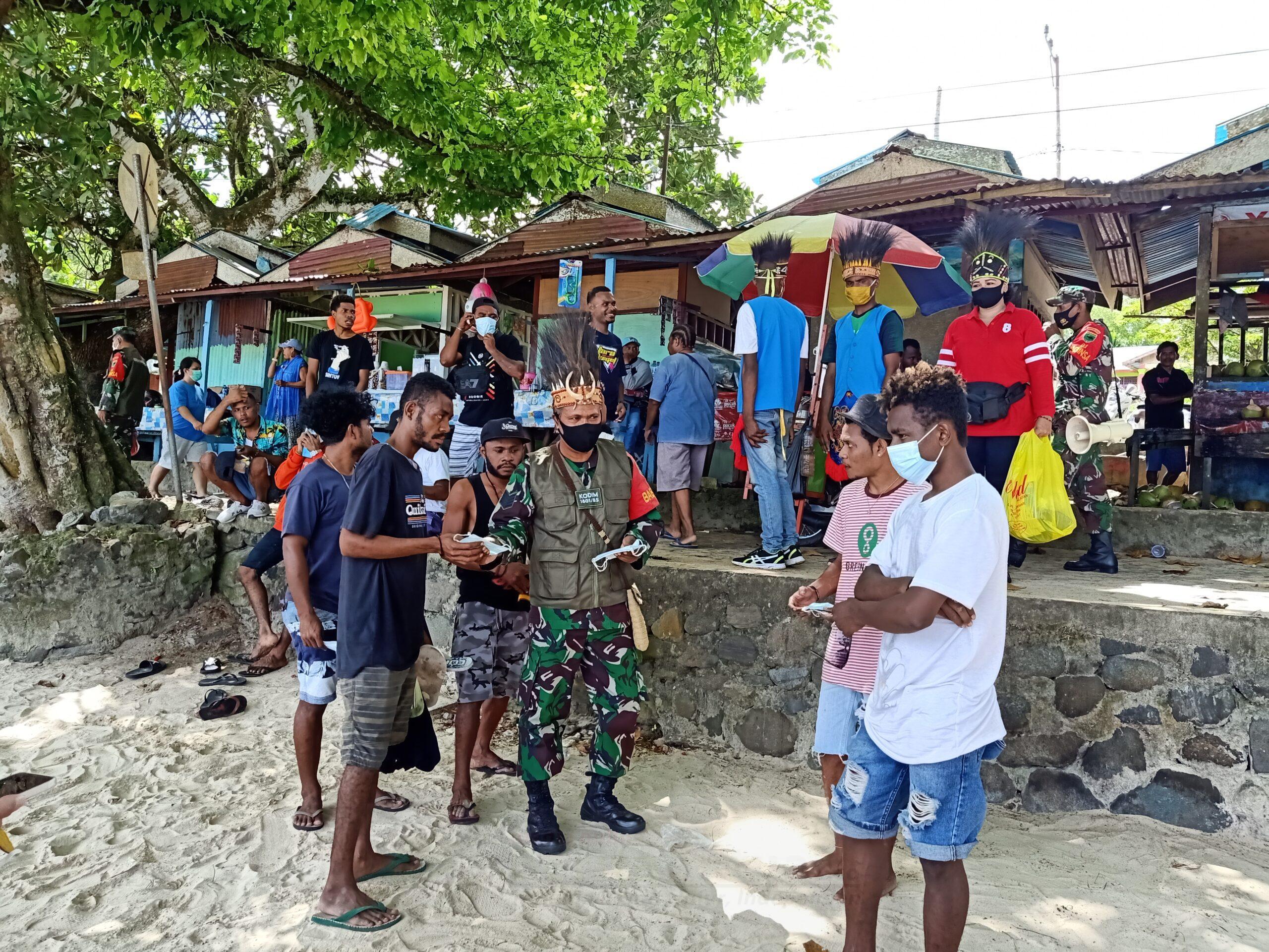 Koramil 1801-01 Manokwari Bersama Pemuda Karang Taruna Kampanye Prokes Covid-19 di Pasir Putih 1 IMG20210314143626 scaled