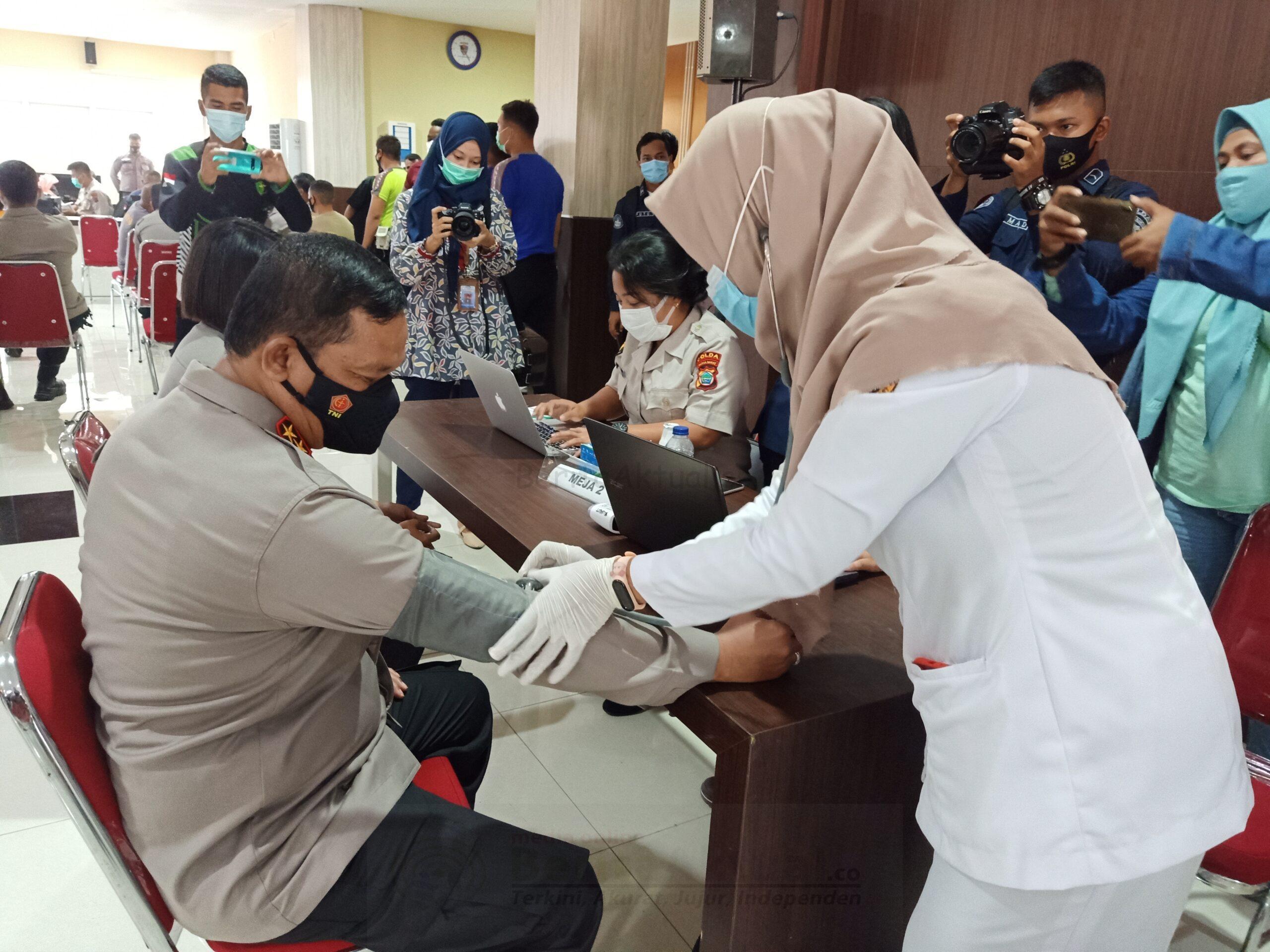 Vaksinasi Tahap Kedua Berlangsung Di Polda Papua Barat 2 IMG20210317103419 scaled