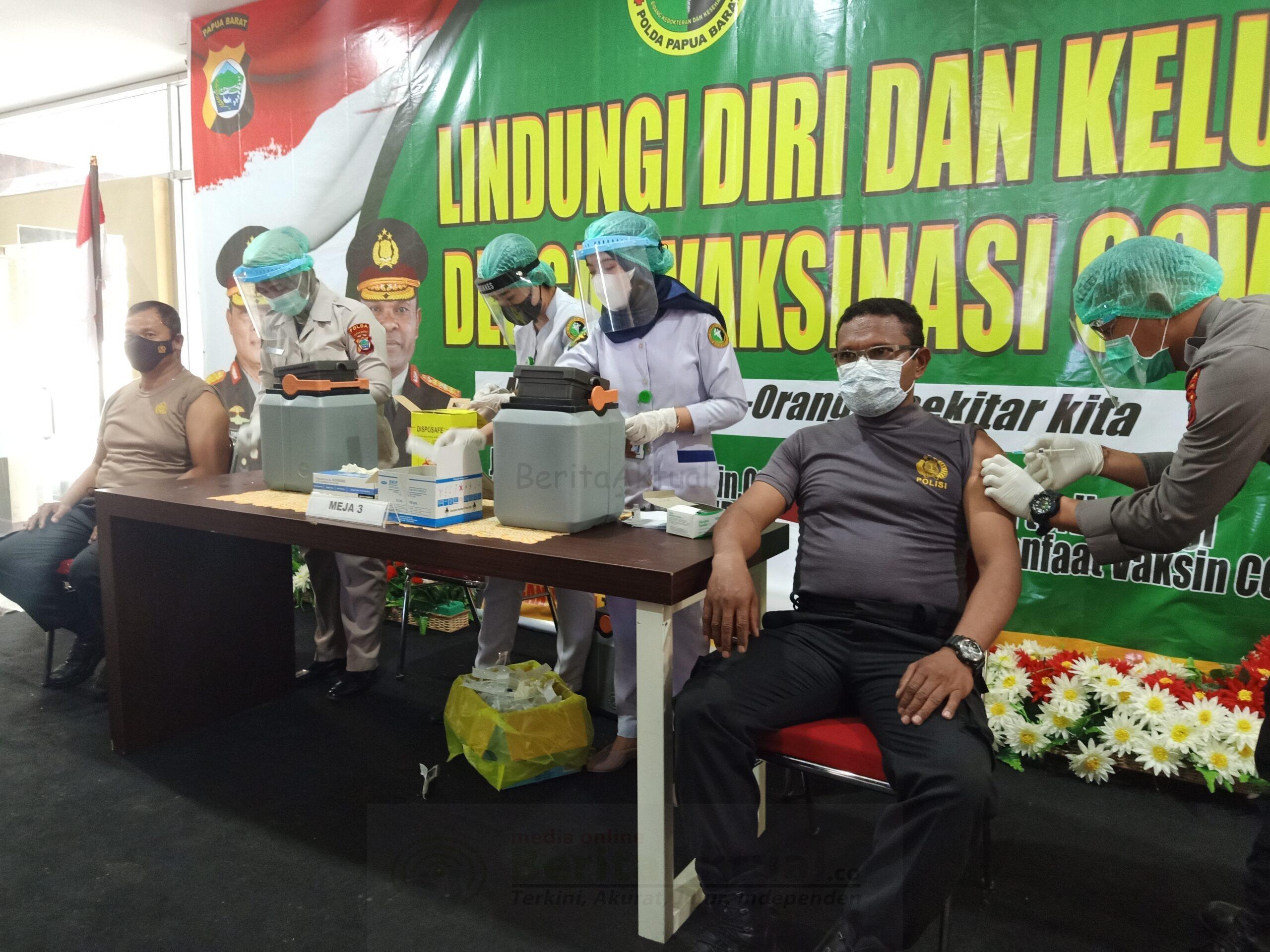 Vaksinasi Tahap Kedua Berlangsung Di Polda Papua Barat 1 IMG20210317103656 scaled
