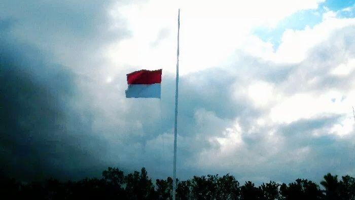 Hormati Briptu Herlis Yang Gugur di Poso, Brimob Polda PB Kibarkan Bendera Setengah Tiang 3 Hari 16 img 20190603 113848 5cf4972d95760e6ae9782d62 2