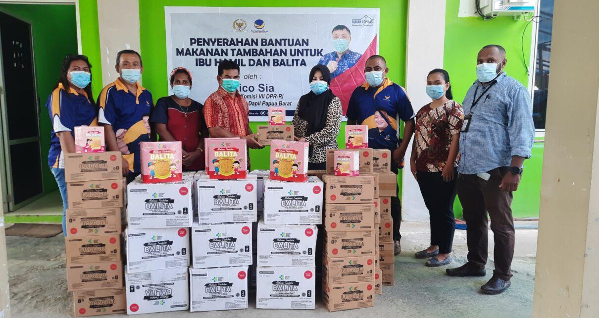 Rico Sia Salurkan Makanan Tambahan Untuk Ibu Hamil Dan Balita ke Empat Puskesmas Kota Sorong 1 20210422 120216