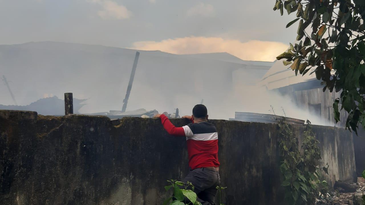 Diduga Korslet, 6 Unit Rumah di Distrik Malawei Kota Sorong Hangus Terbakar 5 IMG 20210428 WA0029