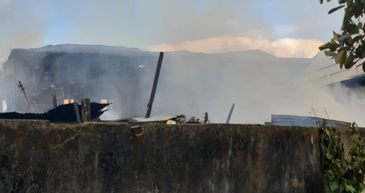 Diduga Korslet, 6 Unit Rumah di Distrik Malawei Kota Sorong Hangus Terbakar 1 IMG 20210428 WA0034