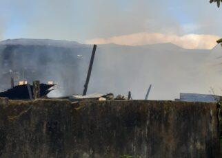 Diduga Korslet, 6 Unit Rumah di Distrik Malawei Kota Sorong Hangus Terbakar 16 IMG 20210428 WA0034