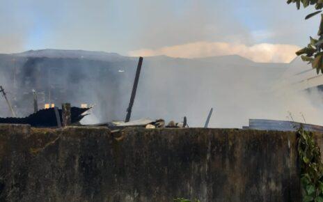 Diduga Korslet, 6 Unit Rumah di Distrik Malawei Kota Sorong Hangus Terbakar 11 IMG 20210428 WA0034