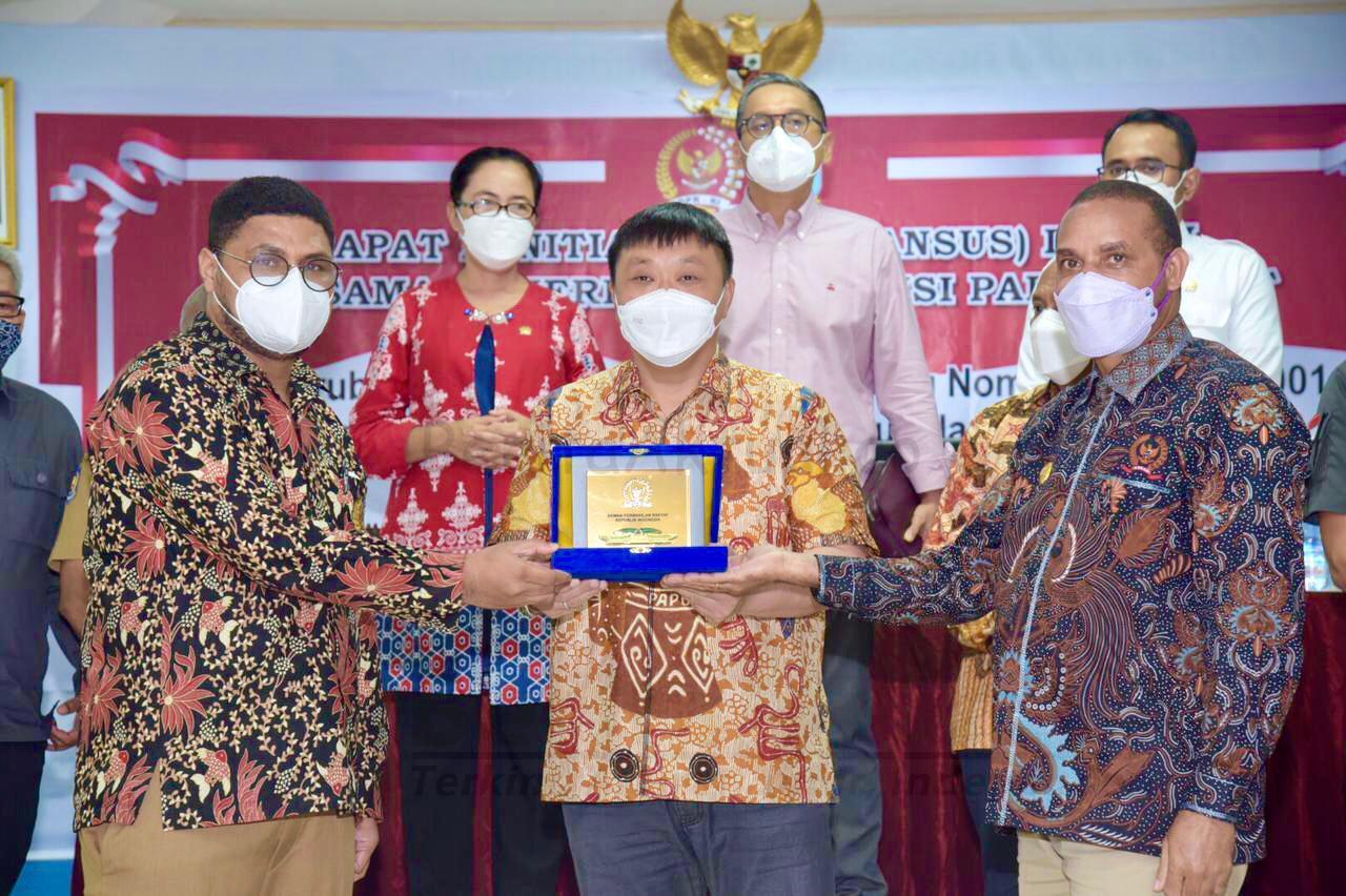 RDP Pansus DPR-RI di Manokwari, Rico Sia: Revisi UU Otsus Harus Bisa Mensejahterakan Orang Papua 2 IMG 20210503 WA0067