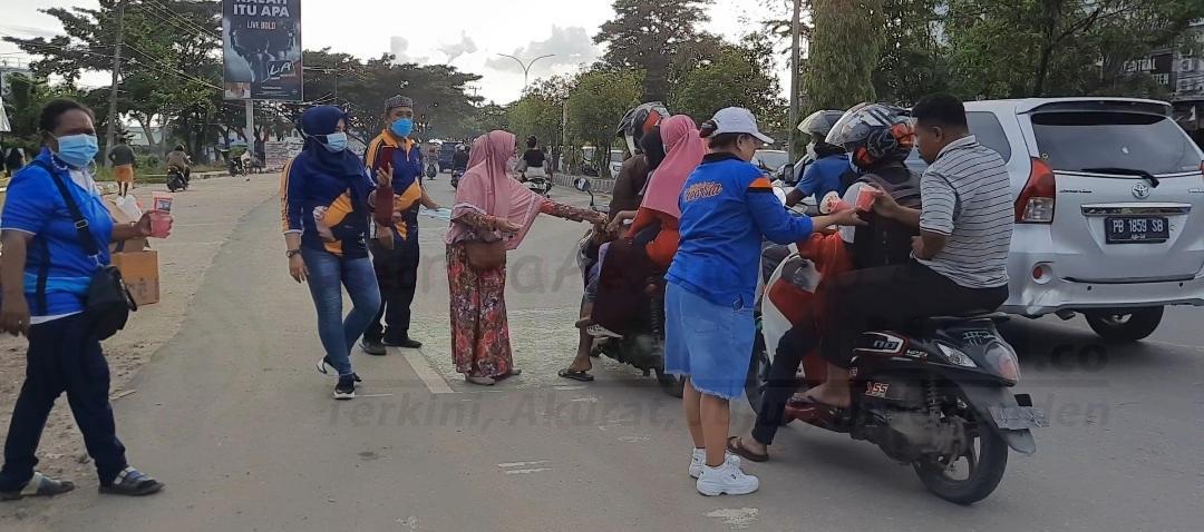 Berkah Ramadhan, Sahabat Rico Sia Bagi 2.600 Takjil Gratis Kota Dan Kabupaten Sorong 1 Screenshot 20210507 202936 Gallery