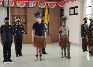 Dipimpin Presiden RI, Bupati Kaimana Ikut Upacara Harlah Pancasila Pakai Baju Adat Papua 18 IMG 20210601 WA0037 1