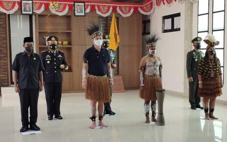 Dipimpin Presiden RI, Bupati Kaimana Ikut Upacara Harlah Pancasila Pakai Baju Adat Papua 2 IMG 20210601 WA0037 1