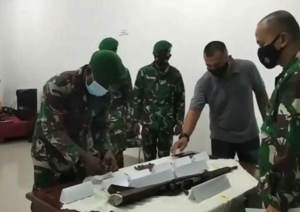 Jaga Kamtibmas Tetap Aman, Warga Sorsel Serahkan Senpi Mauser M59 Bersama 69 Amunisi 3 IMG 20210612 WA0008