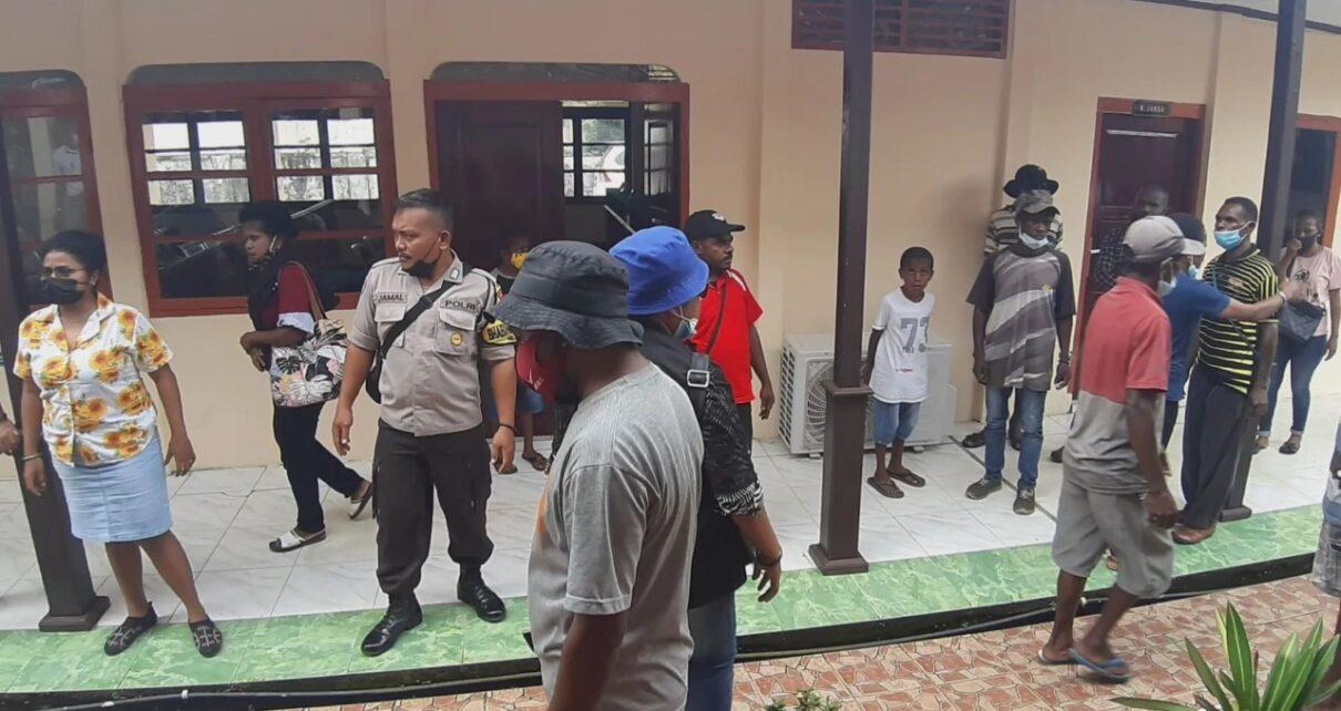 Keluarga Korban Pembunuhan di Aifat Kabupaten Maybrat Ribut di Pengadilan Sorong 1 IMG 20210615 WA0011