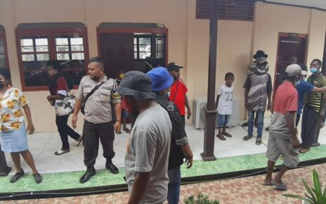 Keluarga Korban Pembunuhan di Aifat Kabupaten Maybrat Ribut di Pengadilan Sorong 4 IMG 20210615 WA0011