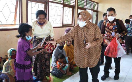 Respon Cepat Mensos Beri Bantuan 1.200 Pengungsi di Yalimo Papua 2 16253229673470