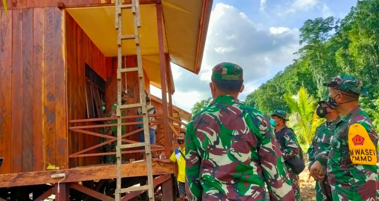 Tim Wasev Sterad Tinjau Perkembangan Program TMMD di Kampung Idoor Bintuni 1 IMG 20210710 WA0065
