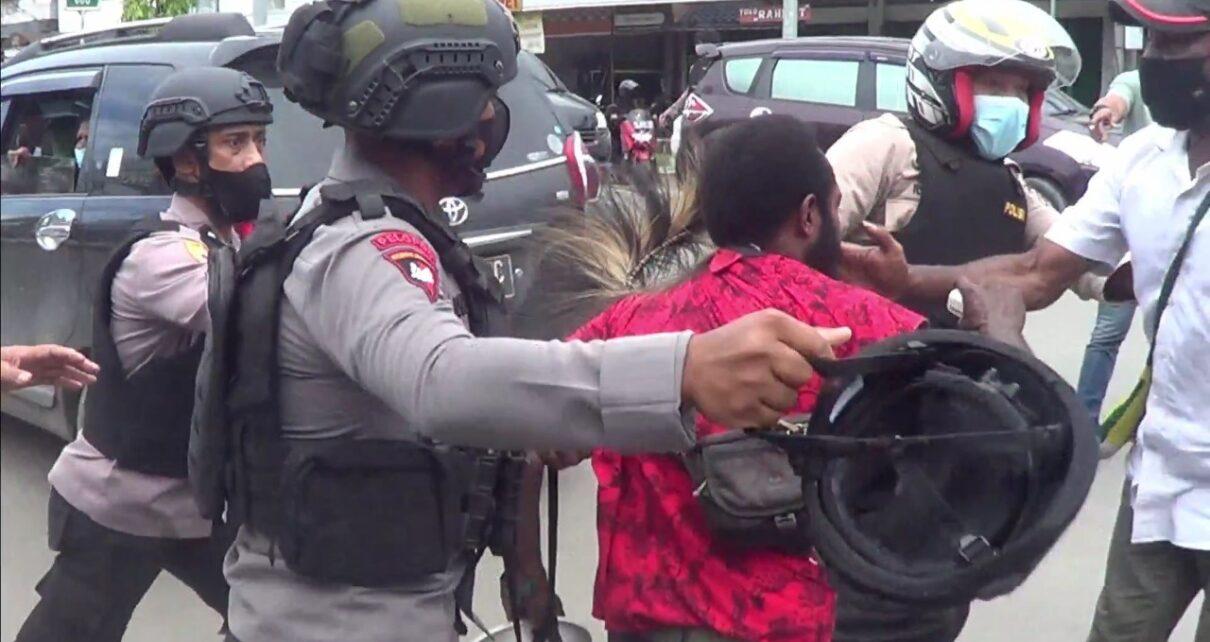 Langgar Prokes, Polisi Bubarkan Aksi Unjuk Rasa Berakhir Ricuh 5 IMG 20210719 WA0065