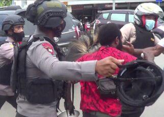 Langgar Prokes, Polisi Bubarkan Aksi Unjuk Rasa Berakhir Ricuh 9 IMG 20210719 WA0065