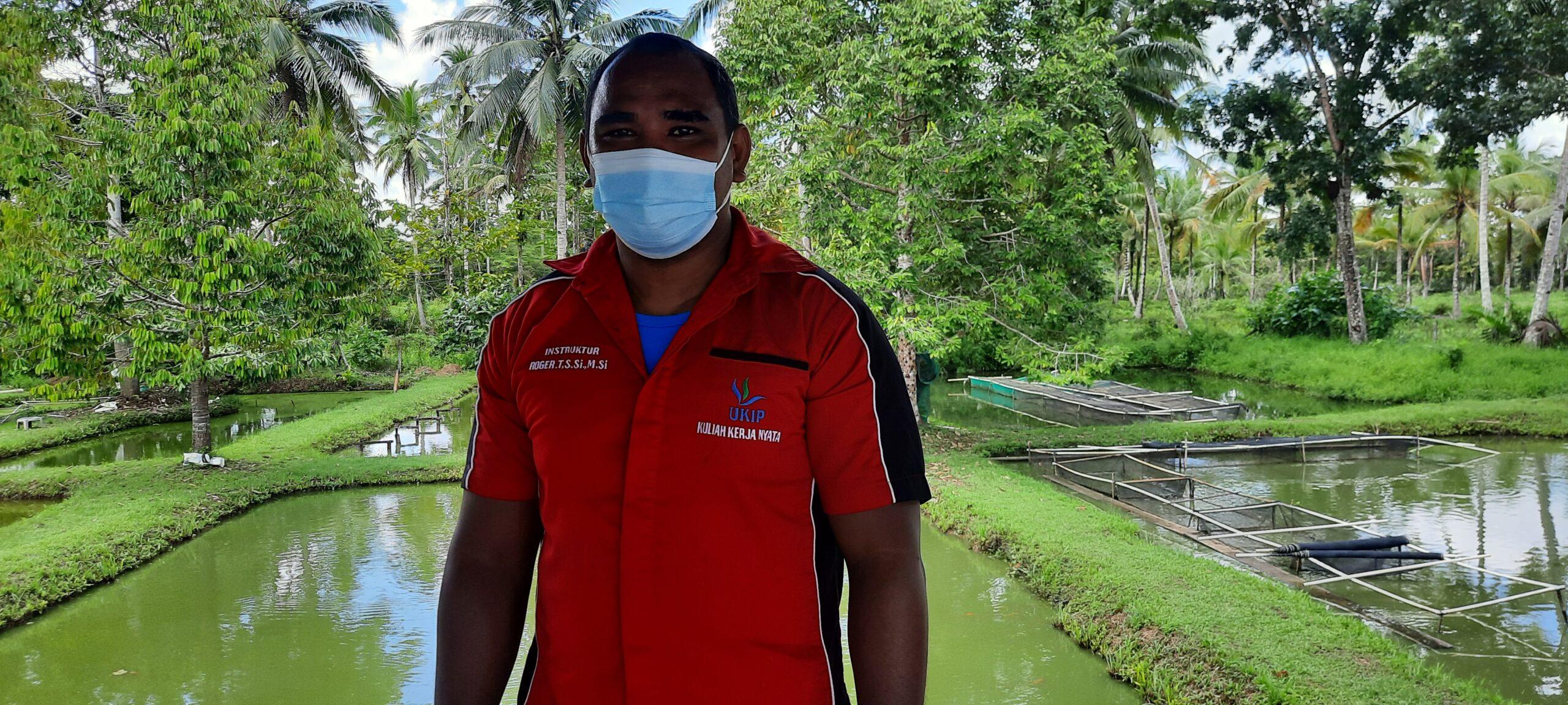 """Rico Sia Salurkan Bantuan Aspirasi """"Program Desa Berinovasi"""" ke Kelompok Pembudidaya Ikan Lele di Kab. Sorong 4 20210814 123012 scaled"""